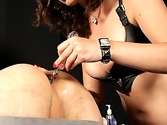 Goddess Starli has an anal virgin to play with. She starts small and works her way up to shoving...