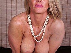 Older cougar Mason Vonne spreads her roast beef lips.