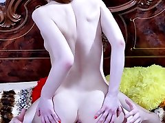 Sensual hottie gets her tight asshole licked for a steaming hot butt ride