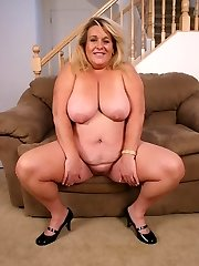 BBW Jenna playing with her cooze and takes hard pussy slamming from a thick cock