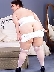 Fat Ass Plumper Babe Undressing and Posing