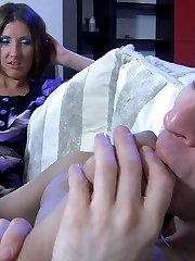 Leggy babe takes off platform shoes for nylon feet worshiping and foot sex