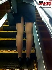 Girls with hot smiles sexy up skirts