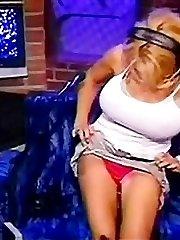 Pamela Anderson fights girls in bikini