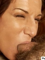 Gorgeous Cougar gives a blowjob