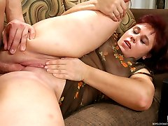 Red-haired mature chick lets a horny guy finger and drill her itchy beaver