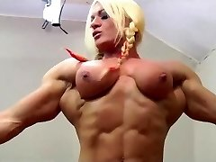 Mature Bbw gets belt dick by a muscle woman