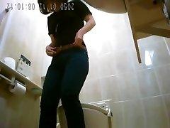 Asiatic women spied in public wc peeing