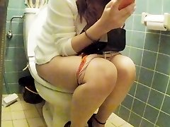 Chinese junior girl rest room pt 2