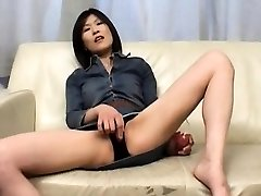 Kasumi Ito arouses honeypot with vibrator and deep-throats cock and
