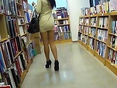 Long Legged asian slut upskirt no underpants