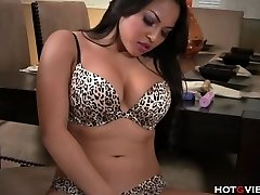 Real Curvy Asian�s Yelling Climax