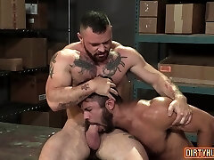 Muscle grizzly anal and anal cumshot