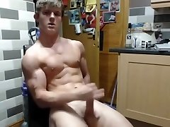Young Muscle Stud Shows Off & Pops