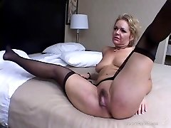 Nasty Kelly Leigh gets this dude to lick her hairy twat