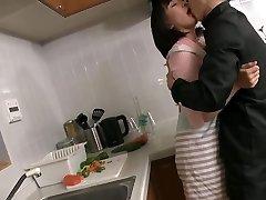 mature japonaise en manque baisee par son-in-law gendre