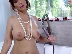 Syren De Mer - steaming mom gets a pleasant surprise