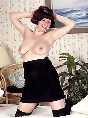Short Haired Big Titted Gal Posing in the Bed