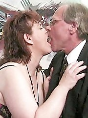 Mature plumper filling her mouth full of dick