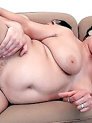 Mature plumper lifting her legs for a hard rear ramming