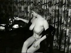 Jiggly Smokin MILF from 1950's