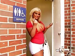Julie Cash Tries Anonymous Hook-up With BBC - Gloryhole