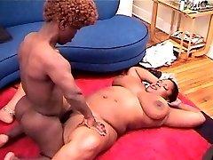Midget fucking gigantic ebony girl