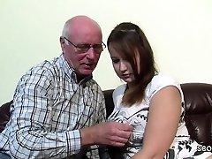 Opa Rudolf darf 18year alten Teeny nach der Schule ficken