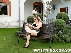 Kristy delivers delight to her gimp with facesitting