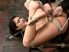 Amateur gonzo extreme penetration