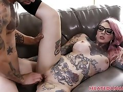 Inked emo superslut gets her pussy smashed
