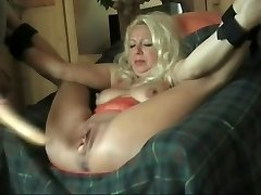 I fucked this Cougar with a intercourse toy