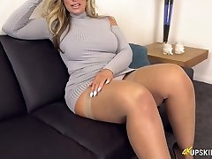 UK Cougar with blond hair Kellie OBrian is always well-prepped to demonstrate caboose