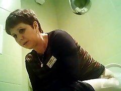 Peeping in the toilet 1583