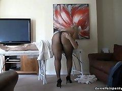 pantyhose massage big ass dame in stockings