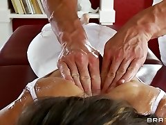 Flexible yoga Cougar Jenni Lee is ravaged by her massage therapist