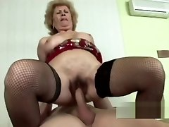 Scorching as fuck GILF with tight cunt riding hard boner