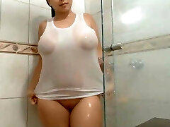 YOUNG Plumper MIDDLE EAST IN THE SHOWER