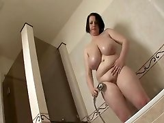 Large tit BBW take a shower