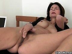 Porno will get mom's vag juicy