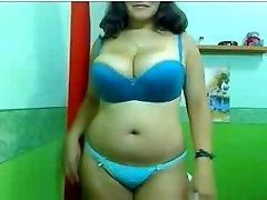 Curvy Pamela Bigtitx
