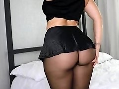 Big Booty in Pantyhose 1