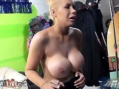 Insatiable buxomy harlot Candy Manson smoking and milking