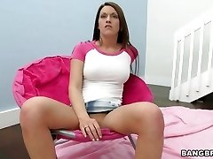 Elektra Foxx spreads her muff open frolicking with clit