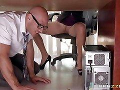 Manager Lela Starr gets hold of her fucking partner's big dick