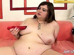 Chubby sweetie inserts dildo