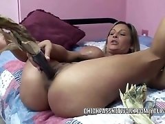 Kinky wife Leeanna Heart uses corn to pulverize her super-hot pussy
