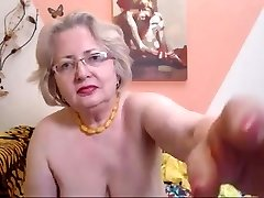 PAWG grandma model on cam knows how to do her job 69084