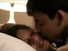 Desi Couples Leaked Vid of Honeymoon Mms