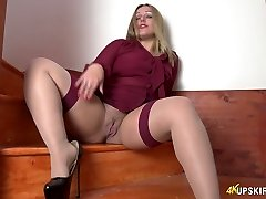 All alone lustful super-bitch Ashley Rider spreads her own cootchie a bit